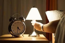 Tips Aman Untuk Menghindari Bahaya Cahaya Lampu saat Tidur